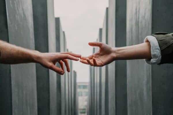 Helping Hands In Online Business